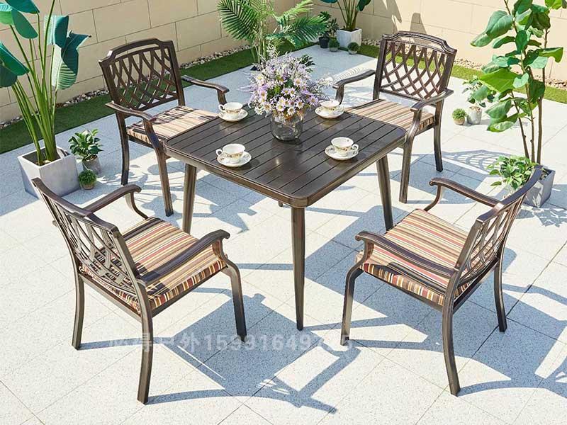 别墅庭院桌椅